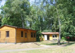 Bungalows auf dem Gelände der Wildnisschule