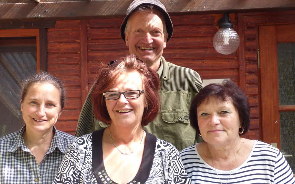 Mitarbeiter der Internationalpark GmbH von links nach rechts: Evelyn Patsch (Leiterin), Christine Makowski (Köchin), Isolde Lazar (Köchin), im Hintergrund: Dr. Ansgar Vössing (Geschäftsführer)