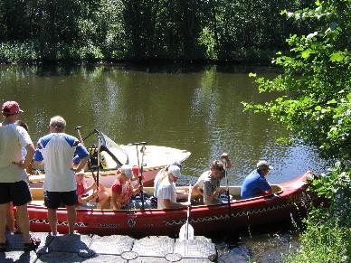 Die Wildnisschule liegt direkt am Kanal.